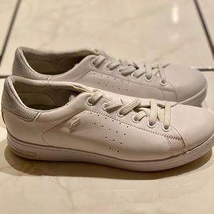 •worn a few times, was afraid I'd get them dirty